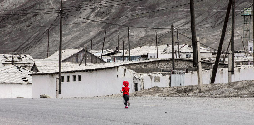 Little girl on the main street in Murghab, Gorno-Badakhshan Autonomus Region, Tajikistan.