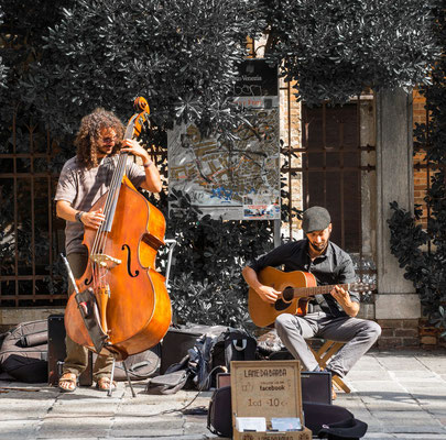 Streets musicians