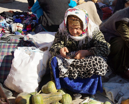 Khiva, Uzbekistan - even here are the oldest market women up to date