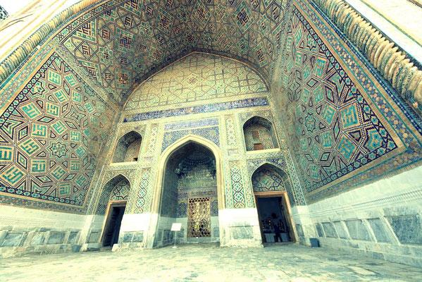 The entrance portal to the Ulug-Beg Madrasah (1416–1420)