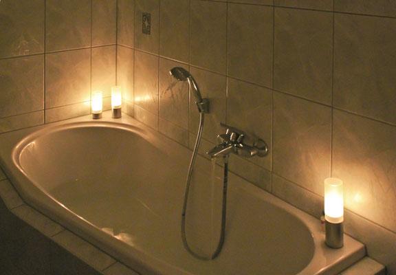 Prerow | Ferienwohnung Buchentraum 1/4 - Bad 1 mit Badewanne