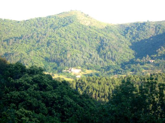 Fabras, vue d'un sentier de randonnée