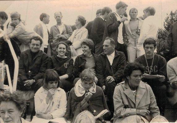 1968 Schwimmfest in Gelnhausen - Walter Baloun, Trude Fiedler, Margot Baloun, Helmut Fieder (Mitte von li.)
