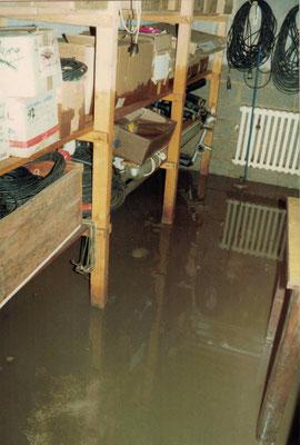 1988 Hochwasser im Clubhaus - Bernd Lenuweit, Herbert Freudenreich, Alfred Unger