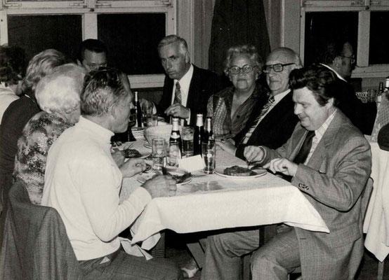 1977 Dankeschönfest (v.l. Mia + Hans Heckert, H. Stoepel, Eberhard Kampfenkel, Trude + Franz Frankenbach, Gustav Weihe)