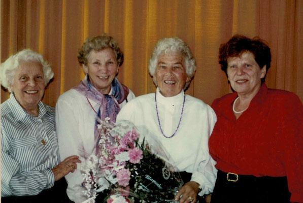 1989 80. Geb. Ursula Dillmann - Mia Heckert, Regina Wäsch, Ursula Dillmann, Inge Unger (von li.)