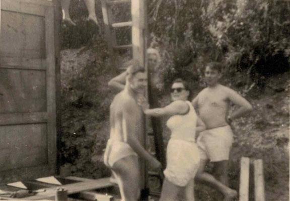 1953-54 Bau Damenkabine - von re.: Fritz Fuchs, Inge Fuchs, Mia Heckert