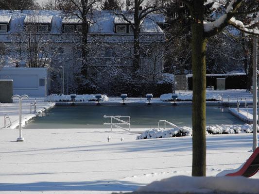 2014 Freibad im Schnee