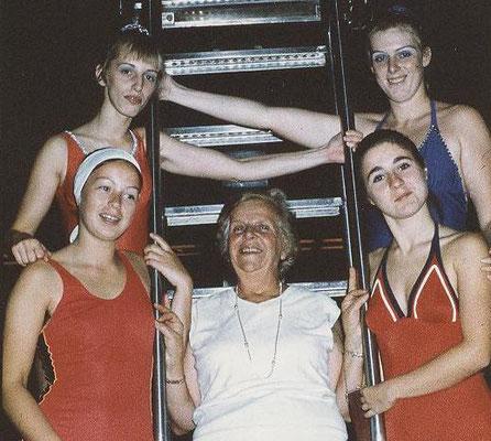 1976 Kunstschwimmen Bielefeld - Marion Christ, Annette Baloun, Petra Fuchs, Mia Heckert, Birgit Reukauf (von oben li.)