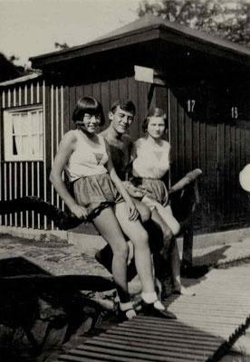 1927 Freibad vor der Umkleidehütte