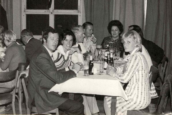 1977 Dankeschönfest (v.l. H. + Fr. Maisch, Willi Ötzel, ?, ?, Karin Zahn)