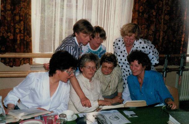 1987 60 Jahre - Christa Bender, Helga Maus, Inge Unger, Marianne Geiss, Gretel Lerch, Fr. Ciesielski, Helma Eller (von hinten li.)