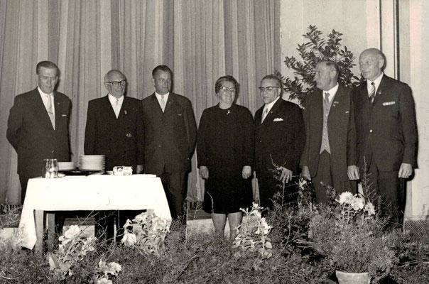 1967 40 Jahre ESSC - Geehrte Mitglieder (von li.: Wilhelm Dellzeit, Franz Frankenbach, Karl Range, Käthe Weber, Fritz Pfeiffer, Jean Bücker, Fritz Dillmann)