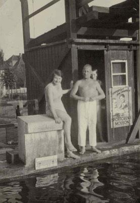 1927 Freibad unterm Sprungturm - Schwimmmeister Andreas Klinge