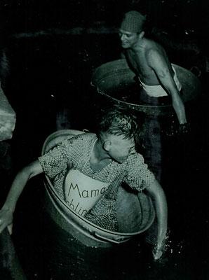 1951 Abendschwimmfest Badewannenrennen