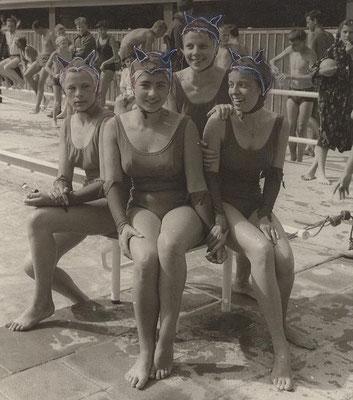 1964 8. Dt. Meisterschaften Kunstschwimmen Augsburg (von li. Gudrun Mützlitz, Brigitte Bisinger, Christa Bender, Helga Allenberg)