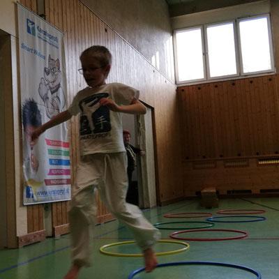 Körperbeherrschung Koordination Bewegungsfreude, hier Smart Wolf 8 Jahre
