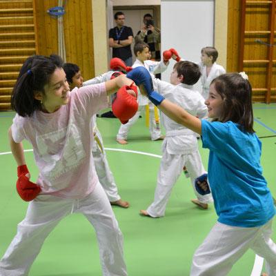 altergerechtes Kampftraining für Mädchen, hier 7-10 Jahre