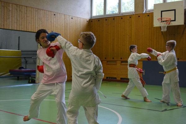 altersgerechte Kampfübungen Gymnasium und Mittelschule