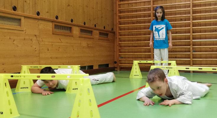 Parcours Karate, Geschicklichkeit und Koordination, Ganzkörper-Motorik
