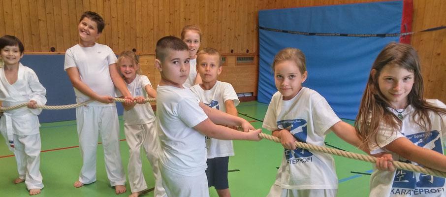 Kindertraining Volksschüler Karateprofi Sicherheit und Werte