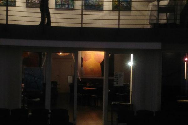 Der Blick aus der Kirche ins Café