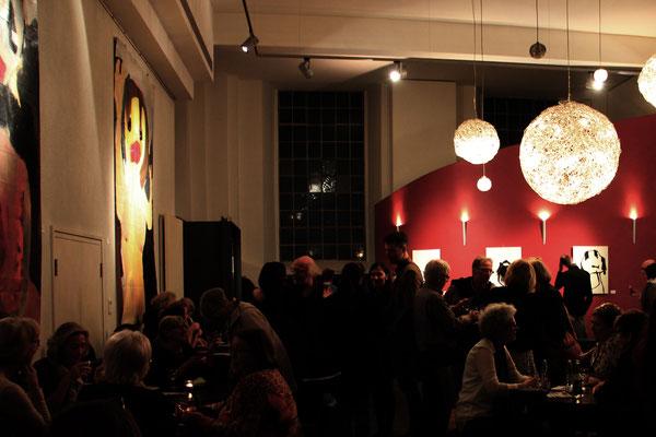 Im Café in einer Konzertpause