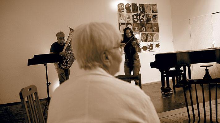 Improvisation von Katharina Scheer (Violine) mit Wolfgang Suchener (Tuba)