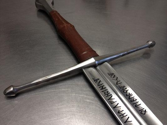 Runenschrift auf Schwert