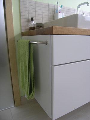 Detail: Anfertigung Waschtischmöbel mit Edelstahlstange