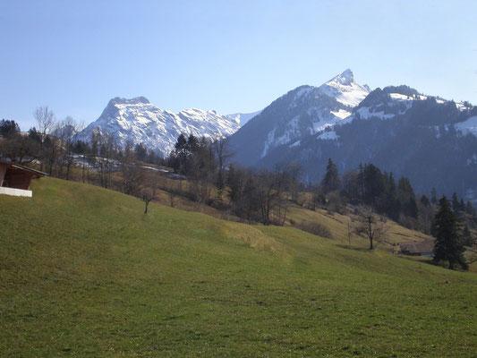 Blick nach Gehrihorn und Aermighorn vom Gasthof Engelberg in Scharnachtal