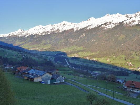Blick ins Frutigtal vom Gasthof Engelberg Scharnachtal
