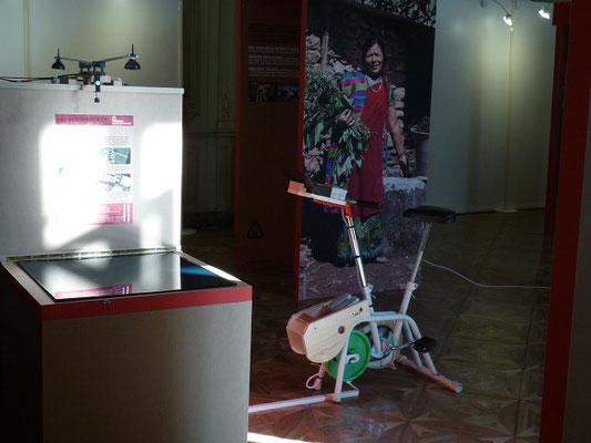 """le même , mis en scène pour l'expo """"Sacrée Croissance"""" de Marie Monique Robin."""