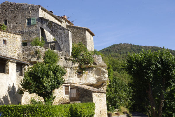 Sivergues, a house built on rocks