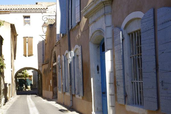 Pernes-Les-Fontaines,  provence village