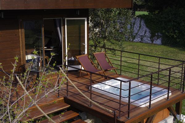 Die Terrasse und das Bad
