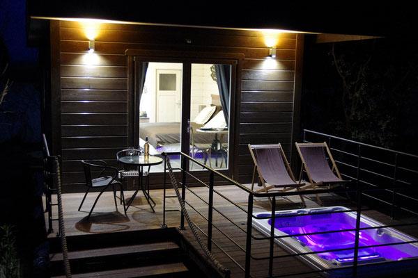 le spa avec son éclairage nocturne