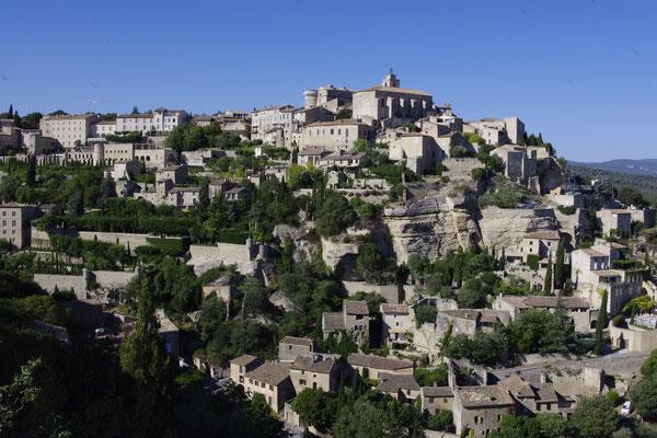 Gordes, ein Dorf hoch in den Hügeln des Luberon