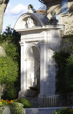 Pernes-Les-Fontaines, ein grosser Brunnen