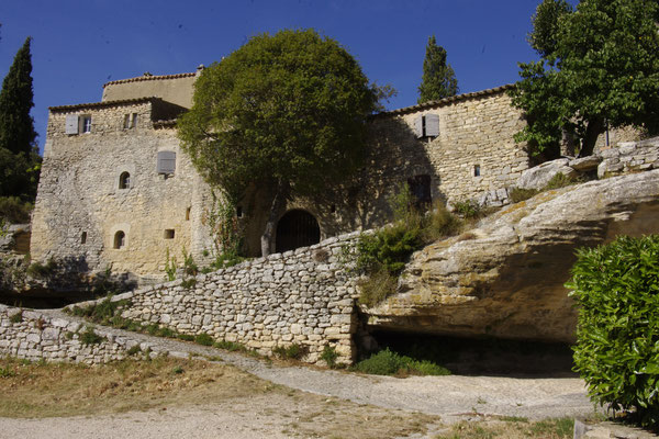 Sivergues, belle maison en pierres