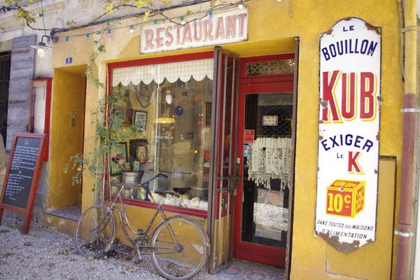 ein malerischer Dorf Kaffee