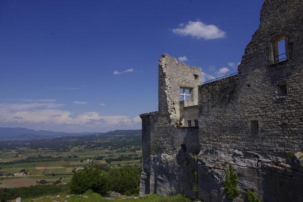 lacoste, vue du chateau sur la plaine