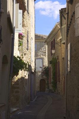 Une calme ruelle, facade de jolies maisons