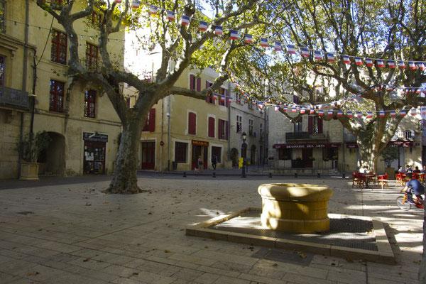 Une jolie placette à Beaucaire