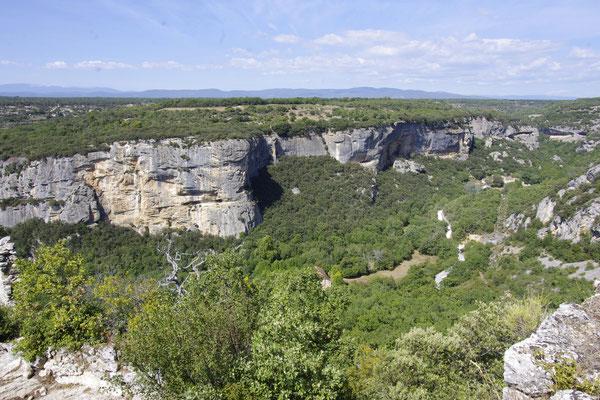 Les falaises autour du fort de Buoux