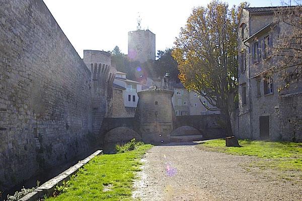 Pernes-Les-Fontaines, la tour de l'horloge