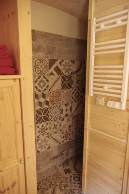 The walk-in shower in the gipsy caravan