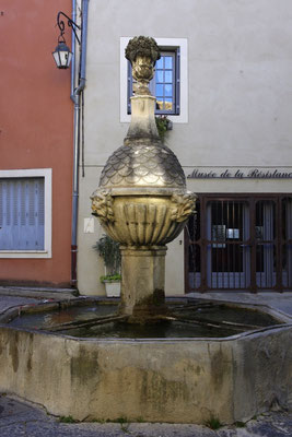 Pernes-Les-Fontaines, water flowing at every corner