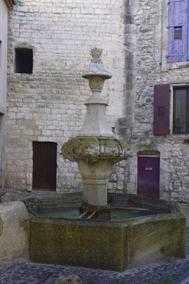 Pernes-Les-Fontaines, einer der vielen Brunnen