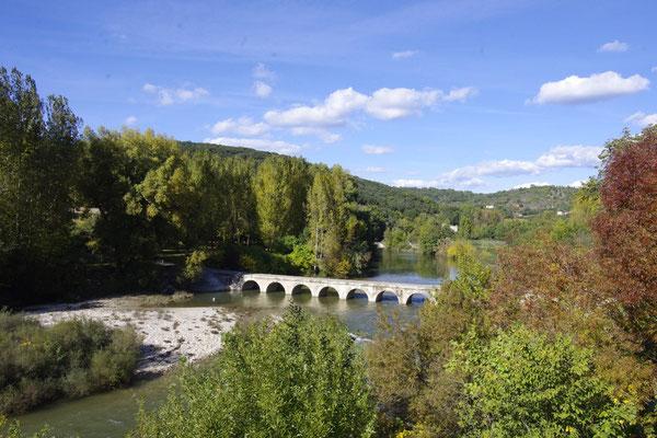 Die Brücke über dem Cèze Fluss in Montclus